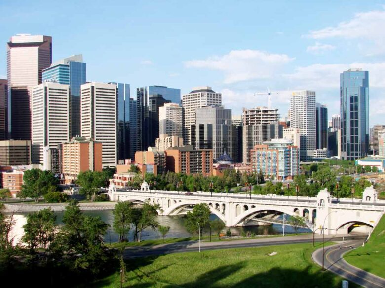 First-Time-Home-Buyers-in-Calgary-Advantages-Disadvantages
